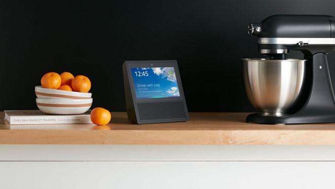 Amazon Echo Show giúp người dùng giao tiếp bằng video với nhau. Ảnh: Amazon.