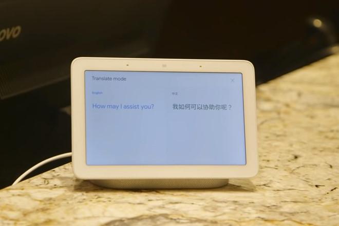 Những thiết bị hỗ trợ Google Assistant sẽ dịch đoạn hội thoại của hai người với hai ngôn ngữ khác nhau. Ảnh: The Verge.