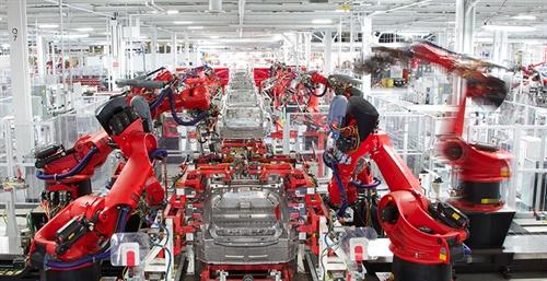 Dây chuyền robot sản xuất xe hơi của hãng Tesla. Ảnh: naiop.org