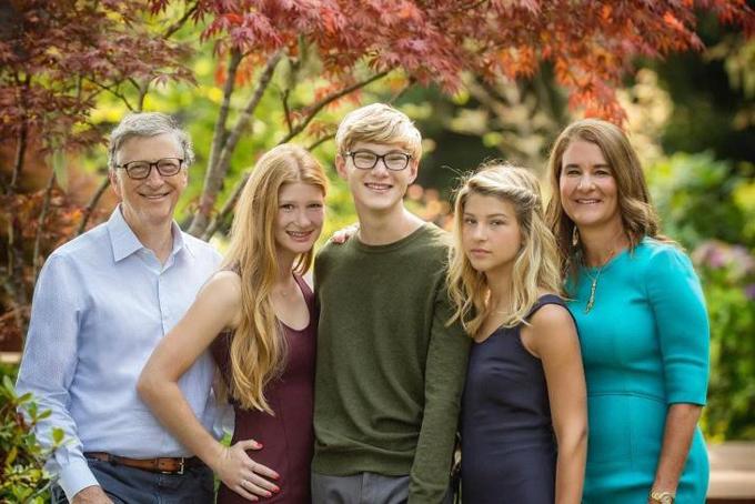 Bill Gates từng dành thời gian vài tuần để cùng cậu con trai Rory thực hiện các chuyến tham quan trường đại học để giúp con chọn trường học trong tương lai. Ảnh: CNBC.