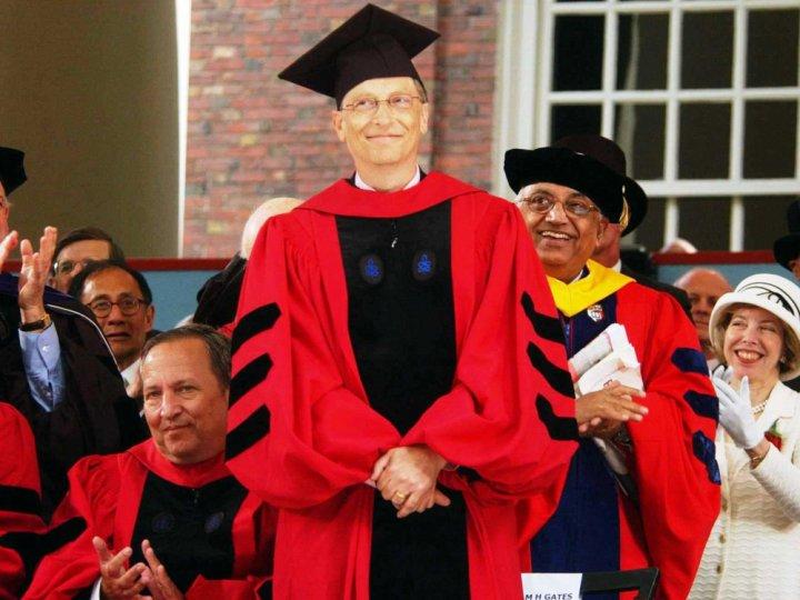 Năm 2007, Gates đã quay lại Harvard để nhận bằng danh dự