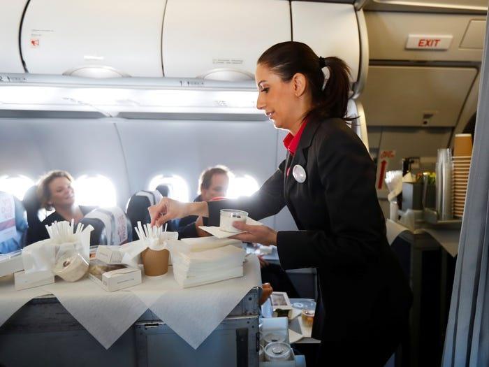 tiếp viên hàng không