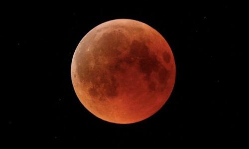 siêu trăng máu