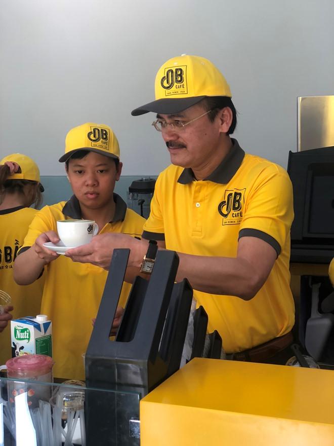 bầu thắng pha cà phê