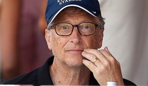 Bill Gates làm việc rất chăm chỉ trong những ngày đầu thành lập Microsoft.