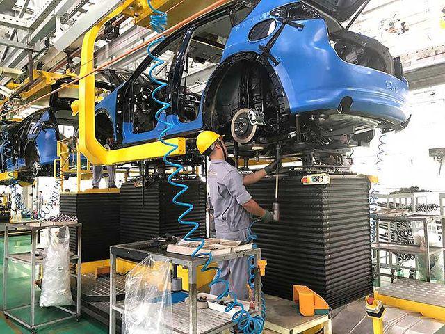 Giá ô tô sẽ giảm mạnh nếu không đánh thuế tiêu thụ đặc biệt đối với phần giá trị tạo ra trong nước. Ảnh: Quang Huy