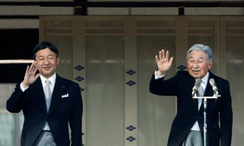 Nhật hoàng Akihito (phải) và Thái tử Naruhito Ảnh: REUTERS
