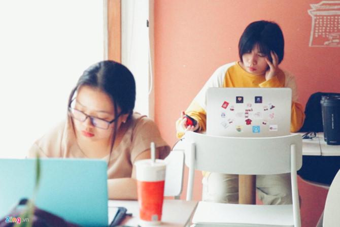 """""""Trà sữa không chỉ là một thức uống mà còn là 'phong cách sống' của giới trẻ ngày nay"""". Ảnh: Trương Khởi."""