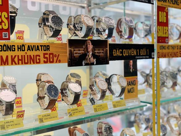 Người thu trăm tỉ, kẻ hái ngàn tỉ nhờ bán đồng hồ