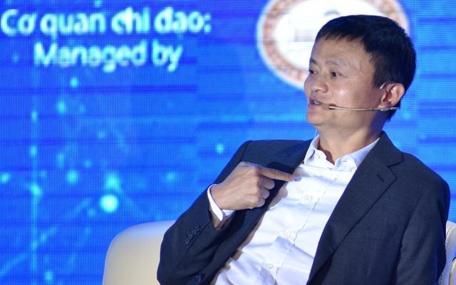 Tỷ phú Jack Ma, Chủ tịch Tập đoàn Alibaba chia sẻ tại Hà Nội, ngày 06/11/2017.