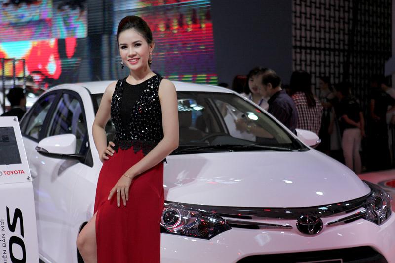 Xe nhập khẩu về Việt Nam đắt gấp nhiều lần giá gốc (ảnh Lê Anh Dũng)