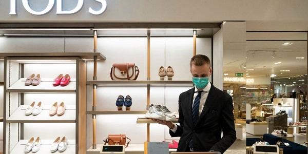 Nhiều cửa hàng thời trang đã được mở lại sau nhiều tuần đóng cửa vì dịch CODVID-19