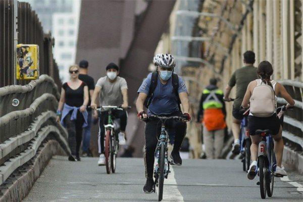 di chuyển bằng xe đạp