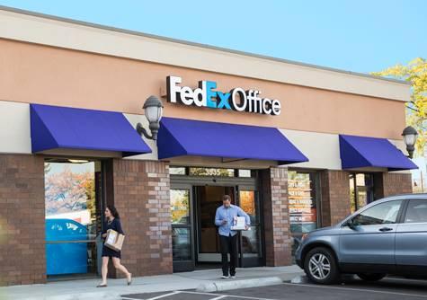 Một cửa hàng giao nhận của FedEx