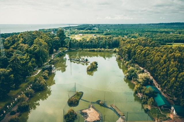 Một góc của công viên dendrological ở Georgia