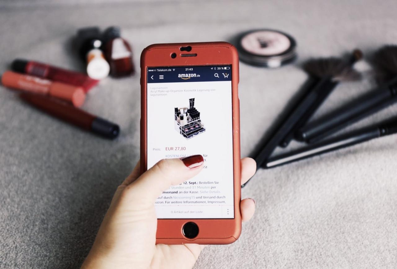 Khoảng 75% GenZ và Millennials sử dụng điện thoại thông minh để mua sắm trực tuyến, nhiều hơn bất kỳ thế hệ nào khác.