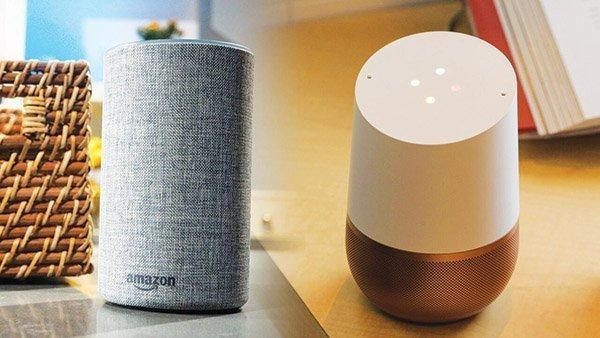 Loa thông minh của Amazon (trái) và Google.