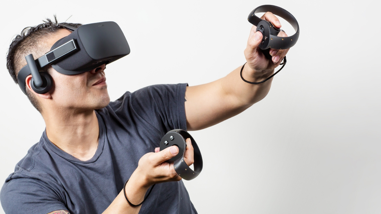 Cảm nhận chân thực với thiết bị thực tế ảo.