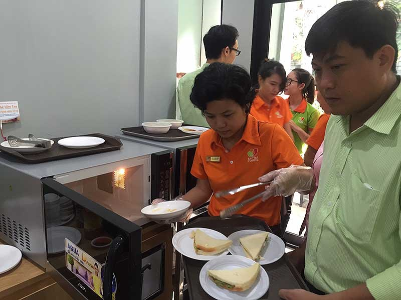 Miếng bánh thức ăn đường phố 47.000 tỉ đồng  Chuyên gia nhượng quyền Nguyễn Phi Vân dẫn một nghiên cứu từ Euromonitor cho thấy tổng giá trị thị trường ẩm thực đường phố tại Việt Nam 46.900 tỉ đồng với tỉ lệ tăng trưởng khoảng 2% mỗi năm.