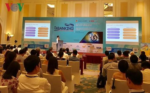 Ông Đào Minh Tuấn, Phó Tổng Giám đốc Vietcombank, Chủ tịch Hội thẻ Ngân hàng Việt Nam thừa nhận, chất lượng phát hành thẻ chưa cao. (Ảnh: Vân Anh).