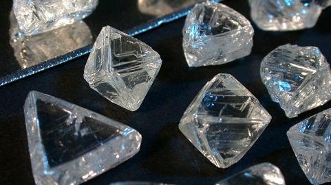 Ngân hàng thừa tiền, kim cương bán chất đống