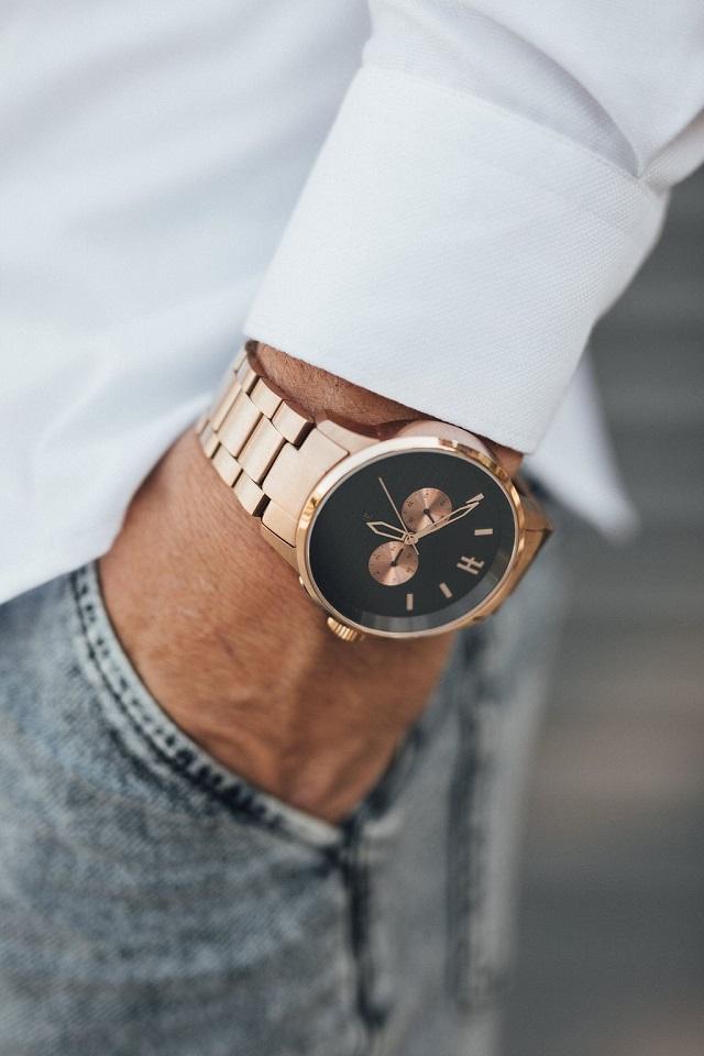 chất liệu đồng hồ