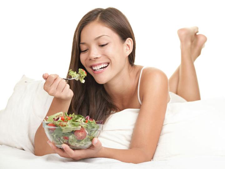 Chế độ ăn uống đóng vai trò quan trọng trong giấc ngủ