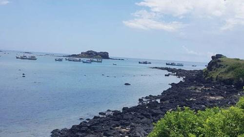 Bãi biển đá macma trên đảo