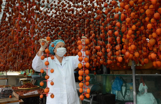 Hàng nông sản ở Đà Lạt trở thành món quà tặng được nhiều du khách lựa chọn nhưng vấn đề đóng gói đưa đi xa vẫn còn trở ngại.-Ảnh: Mai Vinh