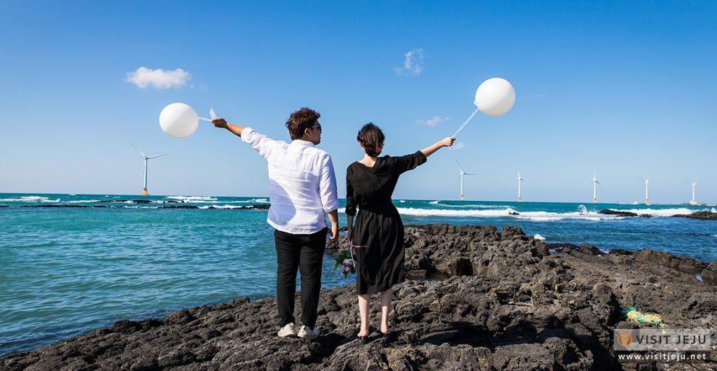 Trang trại gió ngoài khơi đầy ấn tượng dọc theo con đường ven biển đẹp như tranh vẽ tại Jeju
