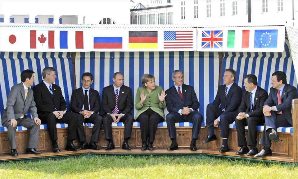 Thủ tướng Đức Angela Merkel cùng các lãnh đạo thế giới tại hội nghị G8 ở Heiligendamm, Đức, năm 2007. Ảnh: Deutsches Historisches Museum