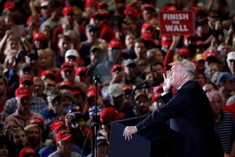 Tổng thống Mỹ Donald Trump phát biểu trước đông đảo cử tri ủng hộ.