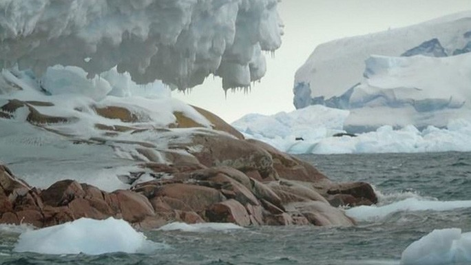 Tàu thám hiểm Nam Cực lạc đến hoang đảo ma bằng đá hoa cương