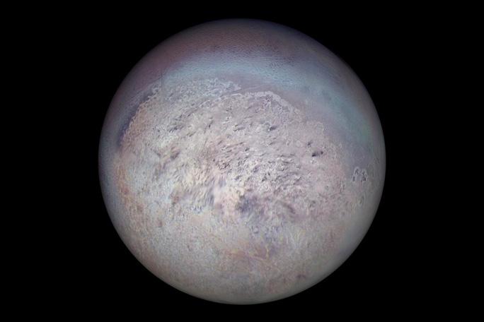 Phát hiện một mặt trăng màu tím có thể đầy sinh vật ngoài trái đất - Ảnh 1.