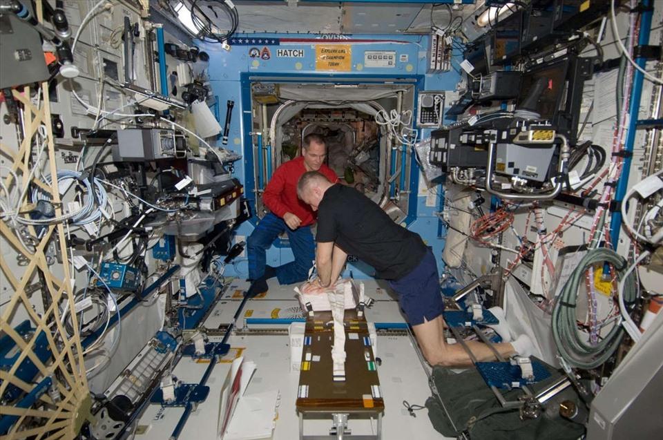 phi hành gia ISS