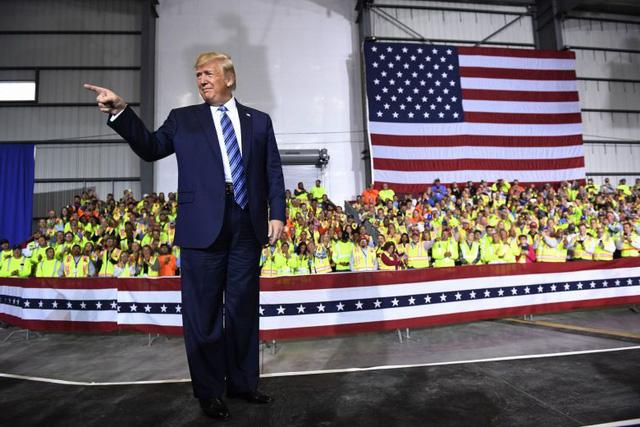Ông Trump phát biểu trong chuyến thăm nhà máy Pennsylvania Shell ở Monaca. Ảnh: The Strait Tímes.