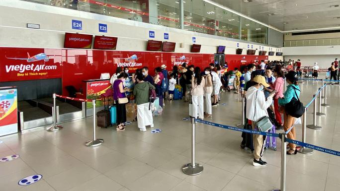 Bất ngờ đề xuất chưa tăng trần giá vé máy bay