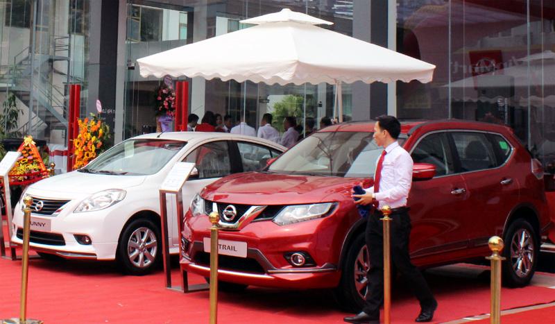 Xe nhập khẩu về nhiều, giá giảm thì xe trong nước muốn cạnh tranh cũng phải giảm giá theo.