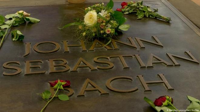 Ngôi mộ được cho là của Bach trong nhà thờ St. Thomas ở Leipzig