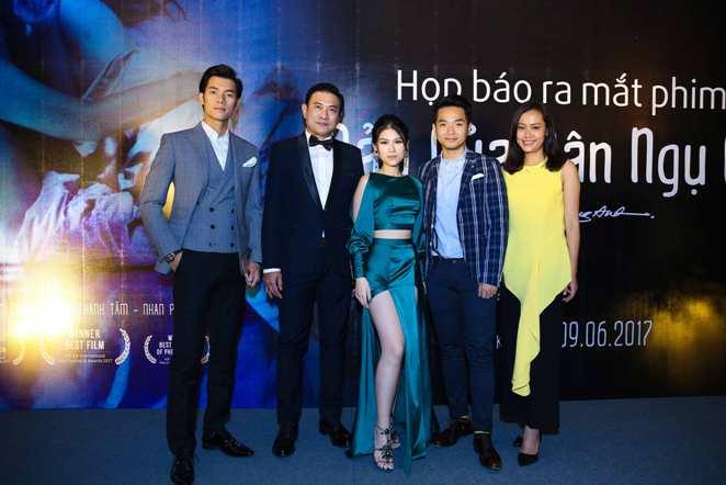 """Đoàn làm phim """"Đảo của dân ngụ cư"""" ra mắt tại Hà Nội"""