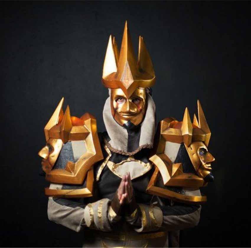 Cosplayer Raynardt Vos trong vai phiên bản Cấp 13 của nhân vật Linh mục trong trò chơi World Of Warcraft
