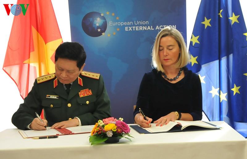 Việt Nam và EU ký kết Hiệp định về hợp tác quốc phòng.