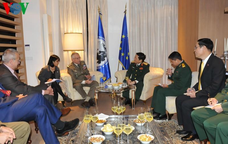 Bộ trưởng Ngô Xuân Lịch hội kiến với Đại tướng Graziano.