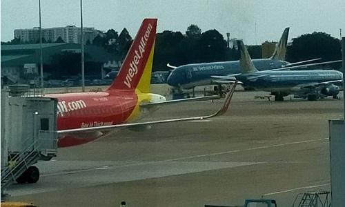 sân bay địa phương