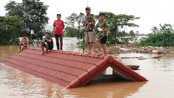 Vỡ đập phụ của dự án thủy điện Xe Pian-Xe Namnoy (Lào) năm 2018 làm hàng trăm người mất tích.