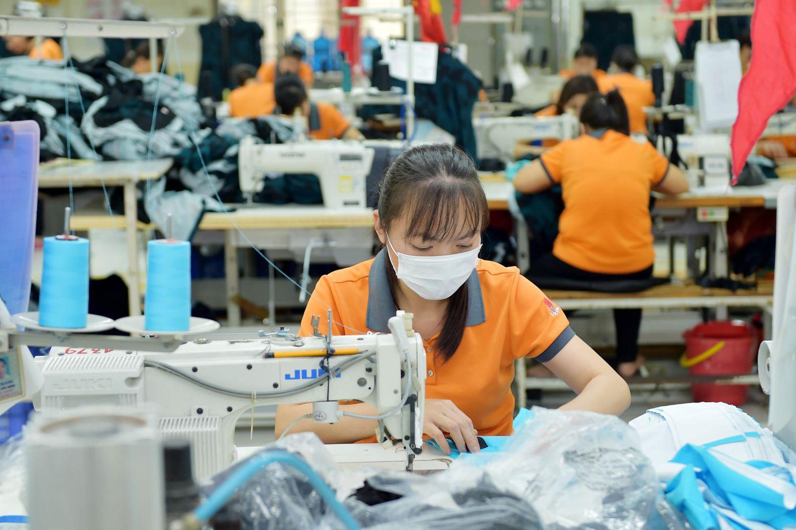 Ngành dệt may giữ đà tăng trưởng xuất khẩu dù lượng đơn hàng giảm