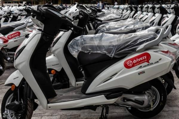 Nền tảng của Drivezy cho phép chủ xe máy, xe tay ga rao cho thuê xe của họ. Ảnh: Nikkei Asian Review