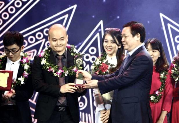 Monkey Junior từng được tôn vinh với giải nhất tại cuộc thi Nhân tài Đất Việt 2016.
