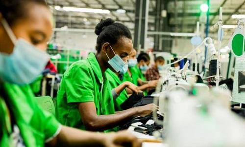 ILO kêu gọi ngành may mặc hỗ trợ người lao động giữa dịch COVID-19