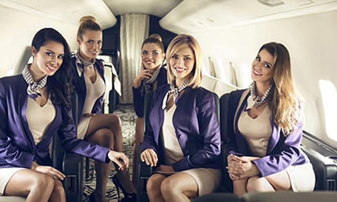 Những tiếp viên hàng không chuyên phục vụ giới nhà giàu